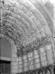 Eglise Saint-Michel - Portail sud de la façade ouest : Voussures de droite