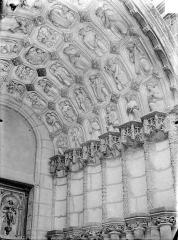 Eglise Saint-Michel - Portail nord de la façade ouest : Voussures de droite
