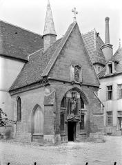 Hôpital général, ancien hospice du Saint-Esprit - Chapelle Sainte-Croix : Porche