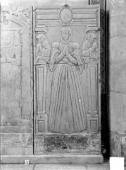 Eglise Notre-Dame - Dalle funéraire de Marguerite de Marenches