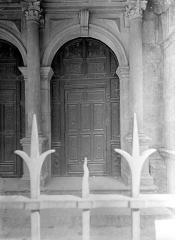 Collège de l'Arc, actuellement musée archéologique - Chapelle : Porte à vantaux