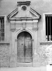 Maison dite ancien hôtel Luc de Saint-Mauris - Façade : Porte d'entrée