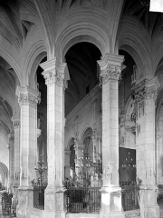 Eglise Saint-Pierre Saint-Paul - Vue intérieure du déambulatoire, vers le nord-ouest