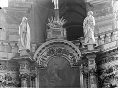 Chapelle Notre-Dame-la-Libératrice - Maître-autel, détail, la Vierge et saint jean