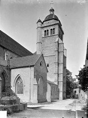 Eglise Saint-Hippolyte - Façade nord en perspective : Transept et clocher