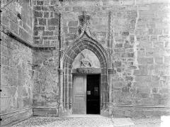 Eglise Saint-Hippolyte - Façade sud : Petite porte à l'ouest
