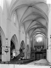 Eglise Saint-Hippolyte - Vue intérieure de la nef vers le sud-ouest