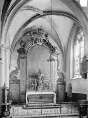Eglise Saint-Hippolyte - Vue intérieure de la chapelle Notre-Dame dans le bas-côté sud : Autel, retable et tabernacle