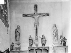 Eglise Notre-Dame de Mouthier-le-Vieillard - Statues en bois : Le Christ en croix entre la Vierge et saint Jean