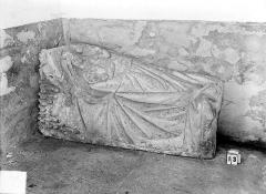 Eglise Notre-Dame de Mouthier-le-Vieillard - Bas-relief, le berceau de la Vierge