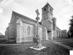 Eglise Notre-Dame - Ensemble sud-ouest et croix monumentale
