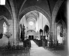 Eglise Saint-Aignan - Vue intérieure de la nef vers l'entrée