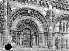 Eglise Saint-Nicolas - Façade ouest : Fenêtre du pignon