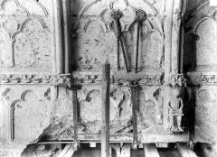 Cathédrale Notre-Dame - Ferrures soutenant le porche nord