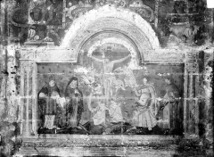 Eglise Saint-Maclou - Peinture murale au sud de la nef : Le Christ en croix entre la Vierge et saint Jean