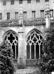 Ancienne chartreuse Saint-Sauveur - Petit cloître : Vue extérieure de deux arcades