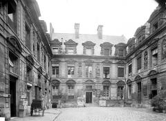 Hôtel Béthune-Sully - Vue d'ensemble sur la cour