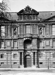 Palais du Louvre et jardin des Tuileries - Façade sur le quai : Porte Jean Goujon