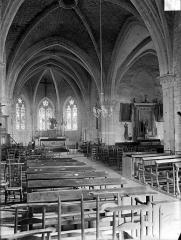 Eglise Saint-Nicolas - Vue intérieure de la nef vers le sud-est