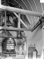 Eglise Saint-Léger - Vue intérieure de la nef vers le choeur : Charpente