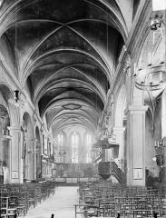 Eglise des Cordeliers - Vue intérieure de la nef vers le choeur