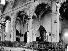 Eglise des Cordeliers - Vue intérieure de la nef, côté nord : Grandes arcades et bas-côté