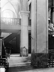 Eglise des Cordeliers - Vue intérieure de la nef : Piliers