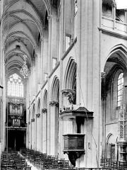 Eglise (collégiale) Notre-Dame - Vue intérieure de la nef vers le nord-ouest
