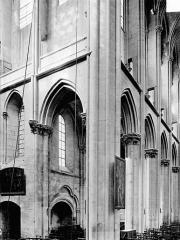 Eglise (collégiale) Notre-Dame - Vue intérieure du transept nord