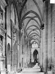 Eglise (collégiale) Notre-Dame - Vue intérieure du bas-côté nord