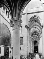 Eglise (collégiale) Notre-Dame - Vue intérieure du bas-côté sud