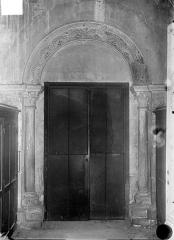 Eglise Notre-Dame et son presbytère - Vue intérieure du transept nord : Petite porte