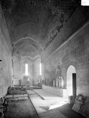 Prieuré de Saint-Jean-des-Bonshommes - Eglise : Vue intérieure de la nef vers le choeur