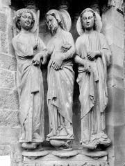 Eglise Notre-Dame - Portail de la façade nord, statues de l'ébrasement gauche : L'Ange Gabriel, la Vierge, sainte Anne