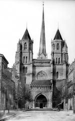 Cathédrale Saint-Bénigne - Ensemble ouest. Flèche en cours de construction