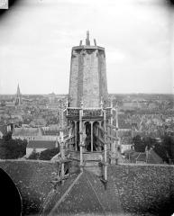 Cathédrale Saint-Bénigne - Flèche en cours de construction, partie inférieure