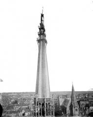 Cathédrale Saint-Bénigne - Flèche en cours de construction, partie supérieure