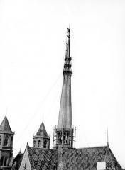 Cathédrale Saint-Bénigne - Flèche en cours de construction, côté sud-est