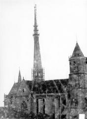 Cathédrale Saint-Bénigne - Ensemble nord. Flèche en cours de construction