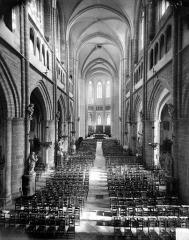 Cathédrale Saint-Bénigne - Vue intérieure de la nef vers le choeur