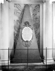 Château d'Arcelot - Monument funéraire de M. L. C. Chalon de Truchis de Serville, épouse d'A. L. Verchère d'Arcelot, président à Mortier au Parlement de Bourgogne, morte en 1781