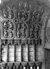 Eglise Saint-Michel - Portail central de la façade ouest : Voussures et ébrasement gauche