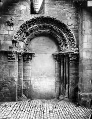 Eglise Saint-Philibert - Portail de la façade sud (porte murée)