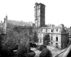 Palais des Ducs et des Etats de Bourgogne - Cour de Flore et Tour de la Terrasse ou Grande Tour