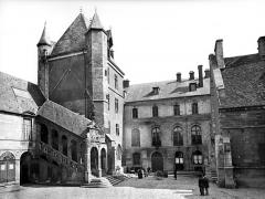 Palais des Ducs et des Etats de Bourgogne - Cour de Bar : Vue d'ensemble