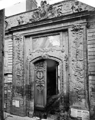 Palais des Ducs et des Etats de Bourgogne - Façade sur la rue de la Liberté : Portail d'entrée de la cour de Flore