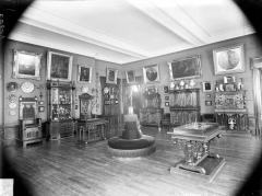 Palais des Ducs et des Etats de Bourgogne - Salle contenant des peintures, du mobilier, des objets d'art et des faïences