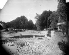 Château fortifié (vestiges de l'ancien) - Château en cours de démolition