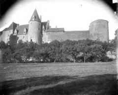 Château de Châteauneuf, actuellement musée - Façade extérieure et enceinte