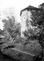Château (restes) - Tour polygonale